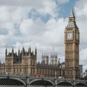 煽り、ジョークはもはや文化?面白いイギリス議会の名場面を一挙紹介