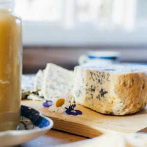 日英貿易交渉でイギリス政府が推すチーズ、スティルトンを食べてみた