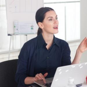 職場で人に話しかけるのが怖い時どう乗り越える?