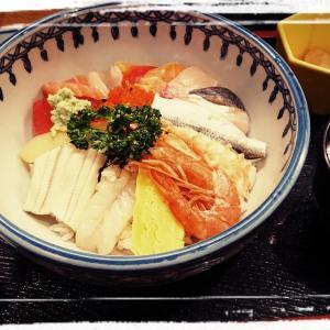 約1300年前より湧き出る古泉『走り湯』と、15品目の贅沢な海鮮丼に舌鼓~嫁と車と温泉旅~【静岡県熱海市】