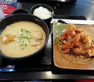 五味八珍の鶏唐揚げとラーメンのセット(とんこつ味)