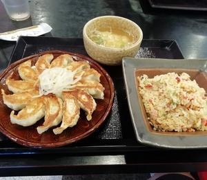 五味八珍の五目チャーハンと浜松餃子のセット