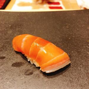 殿堂入りのお皿たち その213【鮨 龍次郎 の マグロの握り】