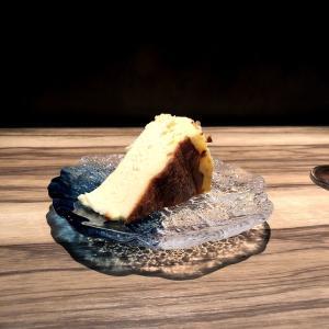 殿堂入りのお皿たち その233【ペリメニキッチン の バスクチーズケーキ】