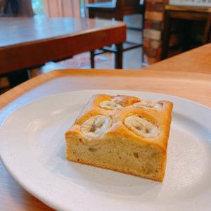 殿堂入りのお皿たち その631【壁と卵さん の バナナケーキ】
