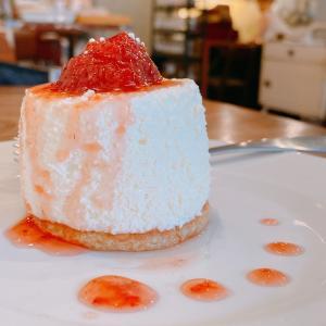殿堂入りのお皿たち その641【下北沢カフェコヨイさん の いちごのチーズケーキ】