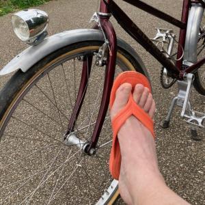 サンダルで自転車乗っちゃうよ