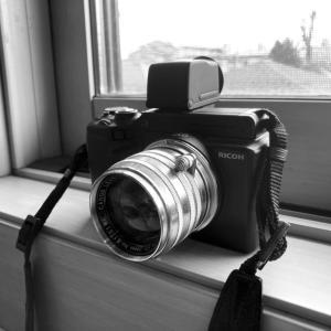 RICOH GXR + CANON f:1.8 50mm