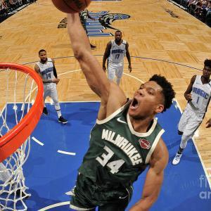【NBA】ヤニスが頭突きをかまし、退場&罰金処分に!!