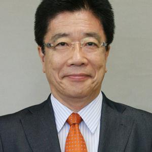 加藤勝信厚生労働省大臣 笑い顔で半笑いで怖い 学歴や経歴も