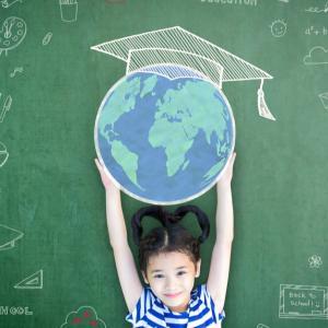 日本は教育に対して熱心さがない国 / 少子化は子供たちを大切にしないために起きている現象