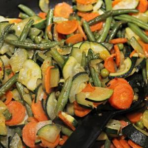 調理実習で野菜炒めとフルーツポンチを作りました