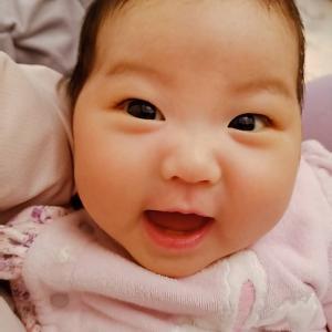 赤ちゃんの社会的微笑