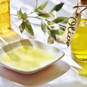 【腸活・美肌・ダイエット】オリーブオイルを飲むと嬉しい効果がたくさん!飲み方や量は?