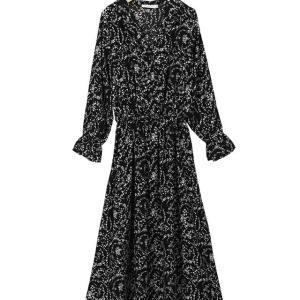 母が岡田晴恵氏のファッションを真似したいというので似たような服を探してみました