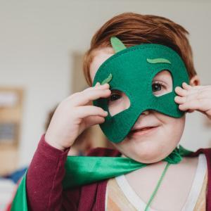 マスクでのお出掛けをおしゃれにする便利アイテム10選