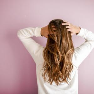 髪のボリュームが気になる!女性の薄毛を進行させないために今すぐ自宅で出来る8つの対策