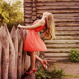 大人の若すぎず落ち着きすぎないスカート