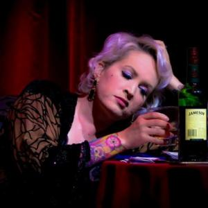 アルコール依存症の外国人女性が断酒できず、ビルから飛び降りる 依存症④