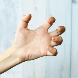 アルコール離脱症状は手の震え、発汗などつらい 精神病院体験談(2-4)