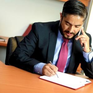 退職代行サービスで弁護士に依頼すべきケースは?|退職代行業者と弁護士の違いなども紹介!