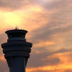 管制塔と夕焼け雲 in羽田空港 (9月下旬)