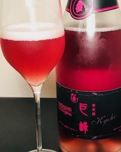 五島ワイナリーの美しすぎるスパークリングワイン巨峰(ロゼ)