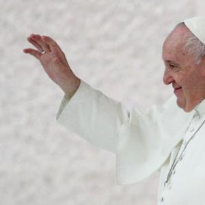 教皇フランシスが同性カップルのためのシビルユニオン法を提案