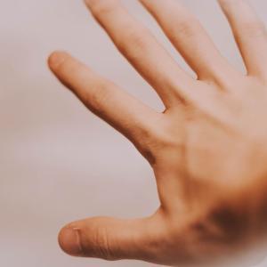 何とかしたい右手。