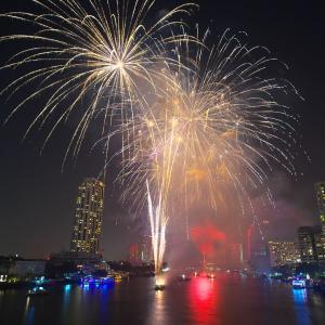 バンコク新年の花火はタクシン橋北側歩道がお勧めの撮影ポイント