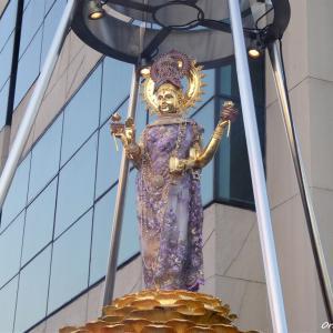 バンコクの街を静かに眺める女神 ラクシュミー