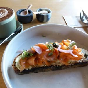 レトロとモダン、タイとヨーロピアンの融合素敵カフェ Sarnies Bangkok