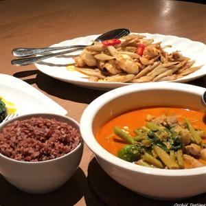 洗練されたタイ料理をゆったり空間で Khao