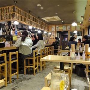 炉端魚助は博多デイトス1階ほろよい通りの居酒屋でおつまみのほとんどがワンコインお通しは200円