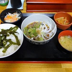 博多ごまさば屋の丼ランチはごはんと味噌汁がおかわり自由のうえ南蛮漬け食べ放題で〆はお茶漬け!コーヒーもついてる