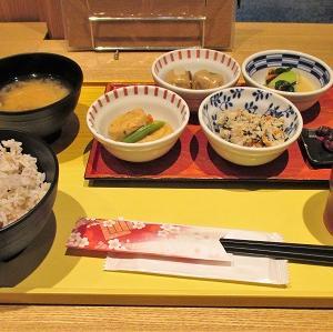 四条烏丸の京菜味のむらの朝食おばんざいセットは自分で4品選べて飲み物付き