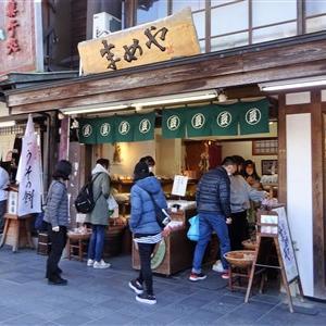 まめやは太宰府天満宮参道の豆菓子屋さん!種類が豊富すぎで試食もOK
