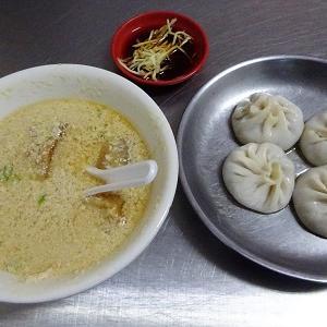 四海豆漿大王は中山駅近くの有名な朝食屋さんだけど夕方でも鹹豆漿と小籠包が食べれる