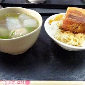 台中第二市場にある山河魯肉飯のメニューと注文方法!三枚肉の分厚い角煮丼が柔らかかった