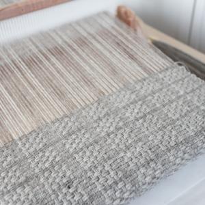 ぽこぽこ模様の手織りの開始