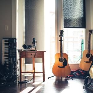 【おすすめ】楽器需要が増大中!自宅での楽器の楽しみ方!