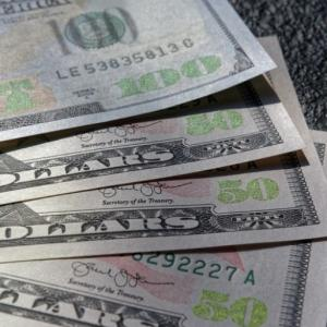 お金の期待値は最低でも102%
