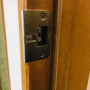 その鍵交換待った!!鍵が問題じゃないかもしれません。~開き戸編~