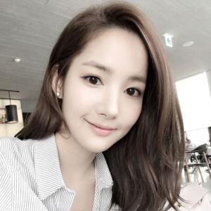 【パク・ミニョン「YouTuberに変身」】< 韓国の風−3204>