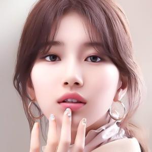 【スジ「優雅な純白ドレスの女神」】< 韓国の風−3026>