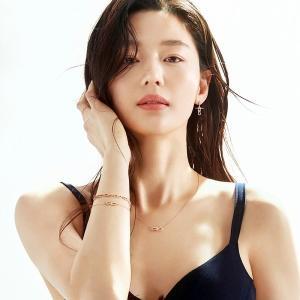 【チョン・ジヒョン「独歩的なドレス姿」】< 韓国の風−3257>