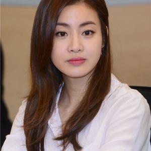 【カン・ソラ「結婚発表」】< 韓国の風−3258>