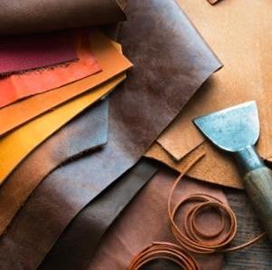 副業 ハンドメイドで売れるモノ 自作皮財布 バッグ レザークラフトが人気