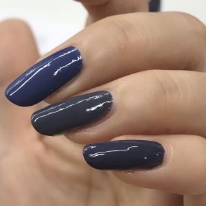 秋ネイルトレンドこっくりカラー『クラシックブルー』 ~ワンカラーでお洒落なマニキュア