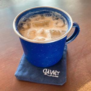 """自然光が気持ちいい路地中の人気隠れ家カフェ""""La Viet Coffee"""""""
